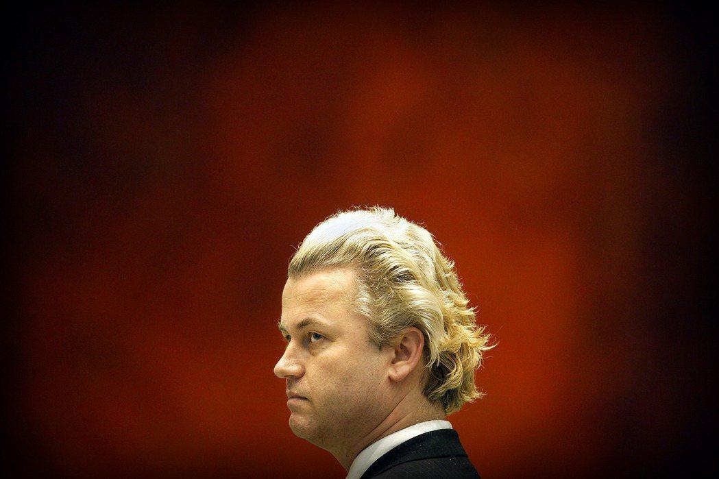 保守、甚至民粹的浪潮蔓延歐洲大陸,由懷爾德斯領導的極右民粹政黨「自由黨」(PVV...