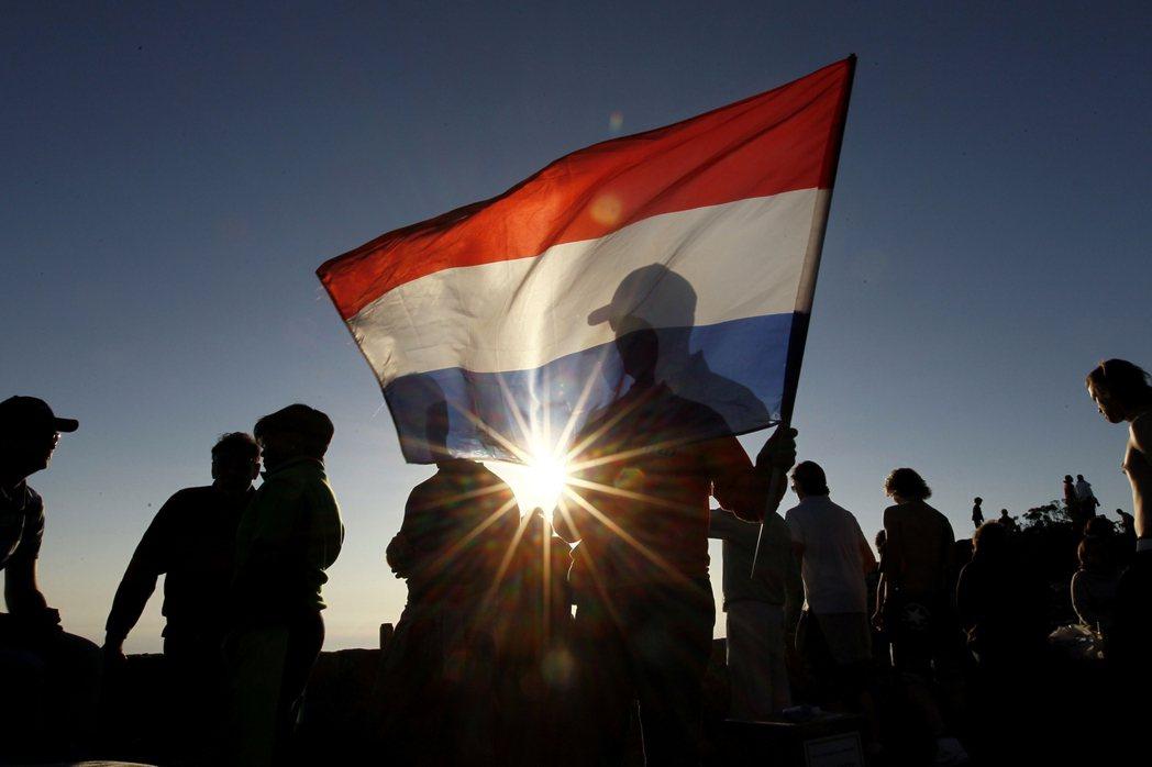 如果連政治氣氛一向開放、自由的荷蘭都擁抱極右,歐洲政治秩序也將自此走入無法回頭的...