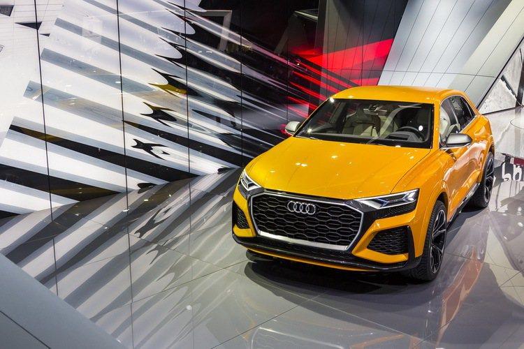 全球首度亮相的Audi Q8概念車搭載高效能的mild hybrid 汽油混合動力,展現更傑出的動能表現。 圖/台灣奧迪提供