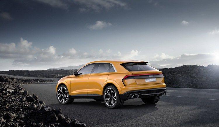 全新Audi Q8 Sport融合Coupé轎跑車流線身型與SUV運動機能性,展現時尚多變的特殊車格。 圖/台灣奧迪提供