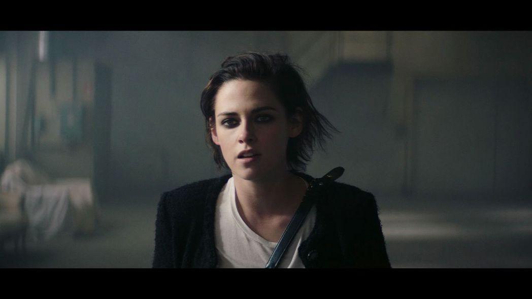 克莉絲汀史都華版本是由澳洲導演Daniel Askill執導,她在片中經歷一場遇...