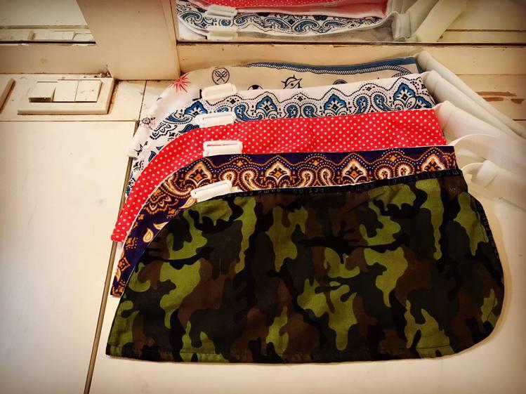 李明川受傷也要愛美,親自挑選布料自製多款時尚護腕帶。圖/摘自李明川臉書