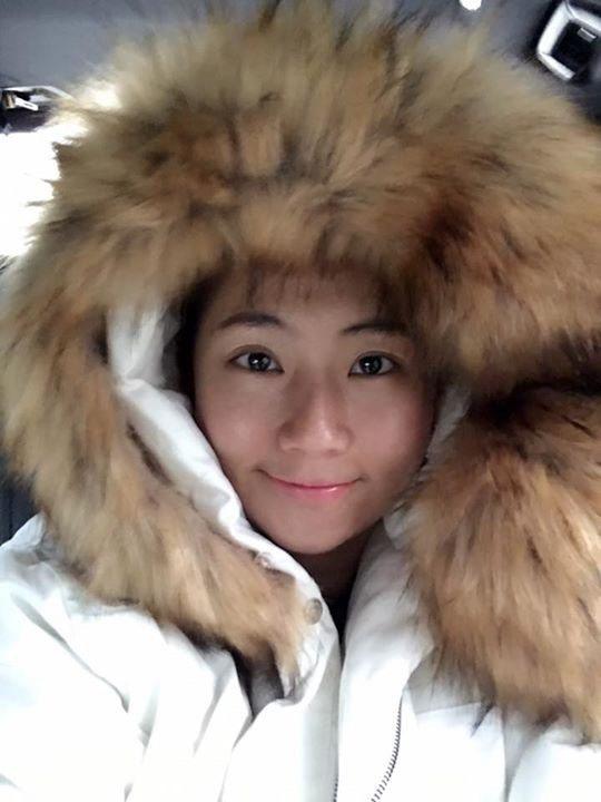 Selina穿毛大衣。圖/摘自臉書