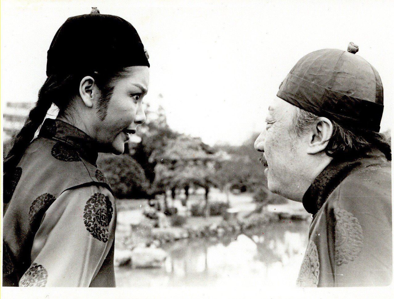陳麗麗(左)1980年反串飾演「江南遊」中的小王爺一角成名,得到「小王爺」的暱稱...