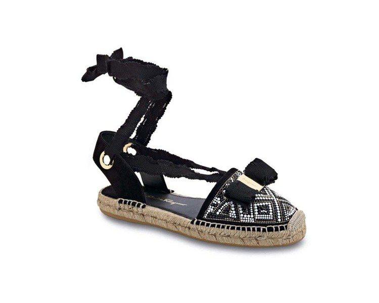 EILEEN黑色山羊皮珠飾平底綁帶涼鞋,24,900元。圖/Ferragamo提...