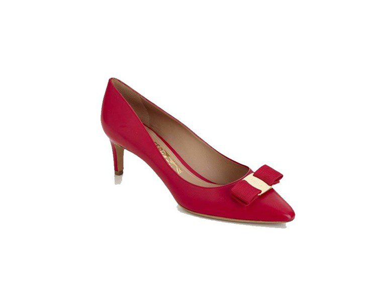 Vara Chic系列紅色牛皮低跟鞋,24,900元。圖/Ferragamo提供