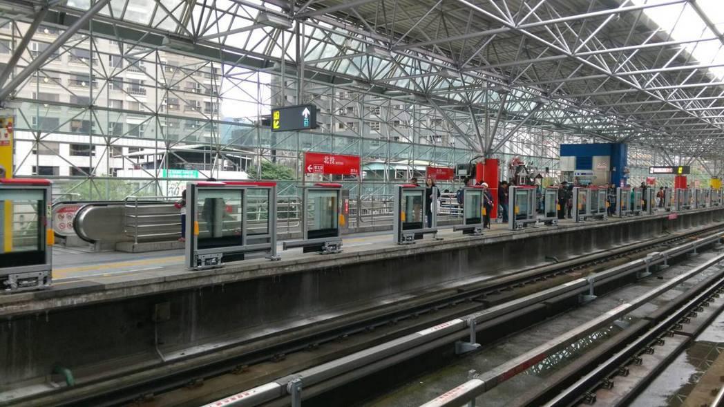 台北捷運各站月台下方、緊鄰軌道區都有「待避區」空間。 圖/台北捷運公司提供