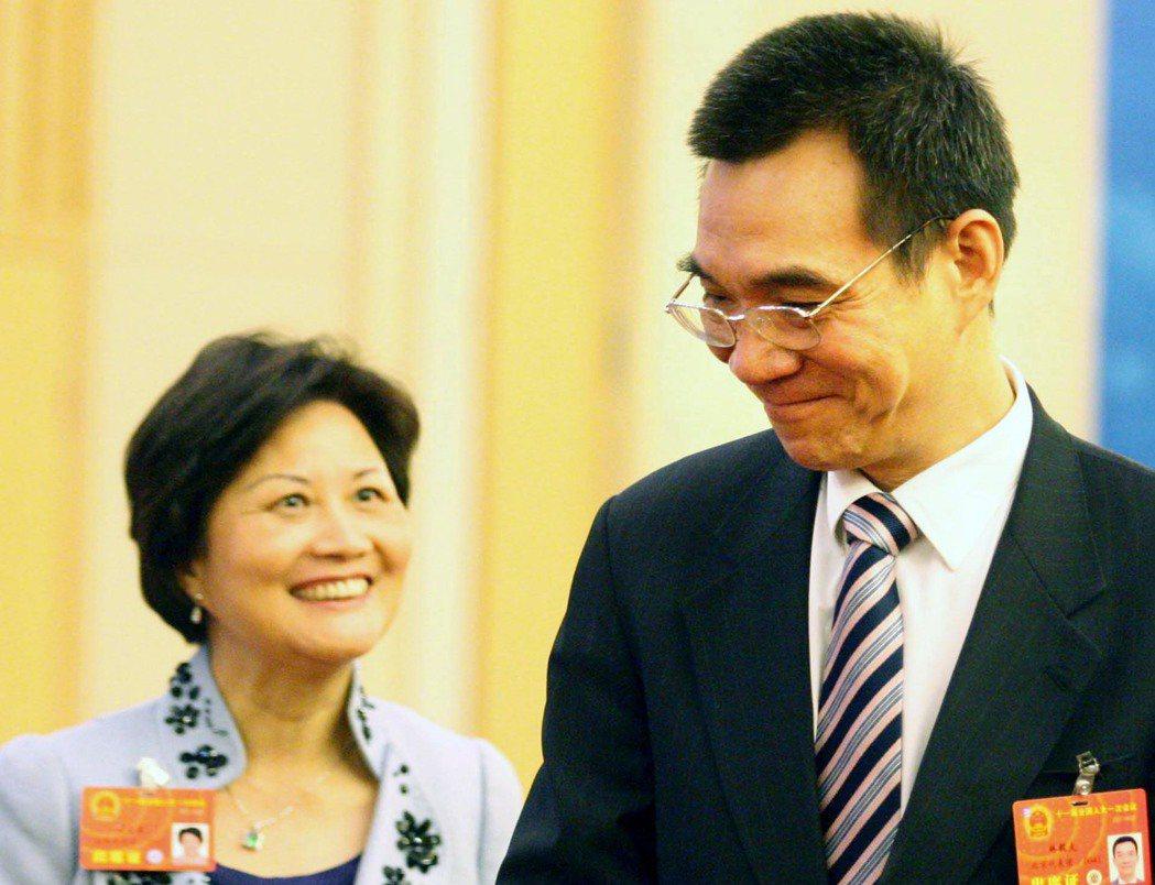 世界銀行副行長林毅夫(右)與妻子陳雲英。圖片/中新社