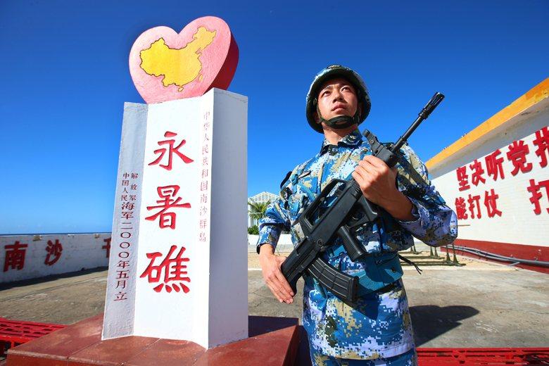 中國在南沙的渚碧礁、美濟礁、永暑礁三座擁有大型機場的人工島把太平島圍在中央,太平...