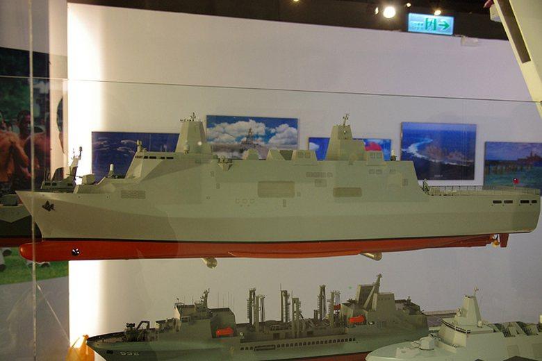 圖為具備全通式甲板的兩棲直升機船塢登陸艦。 圖/本報系資料照