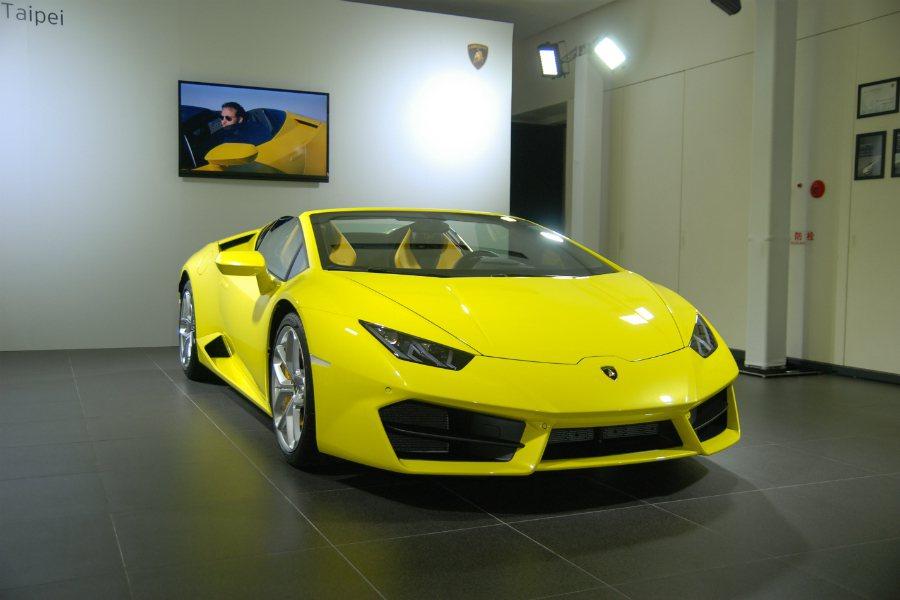 Lamborghini Taipei 嘉瑪興業特別於今(15)日舉辦 Huracán RWD Spyder 預賞會。 記者林鼎智/攝影