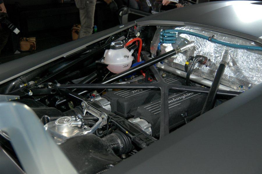 這具與道路版相同的 V10 缸內直噴引擎提升了 40 匹馬力,來到 620 匹。 記者林鼎智/攝影