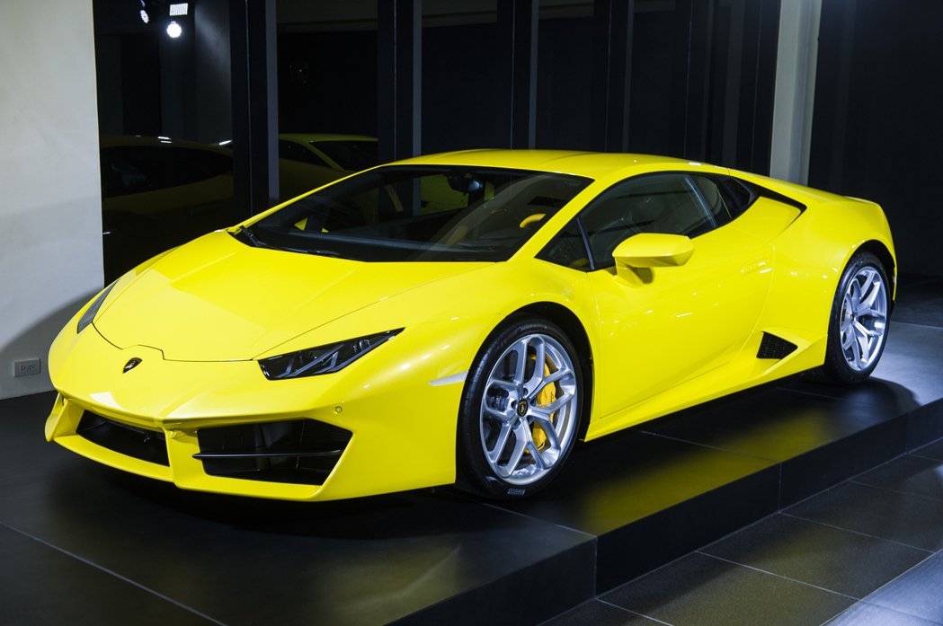 圖為 Huracán RWD Coupe(Giallo Tenerife 黃)雙門車型。 Lamborghini Taipei 提供