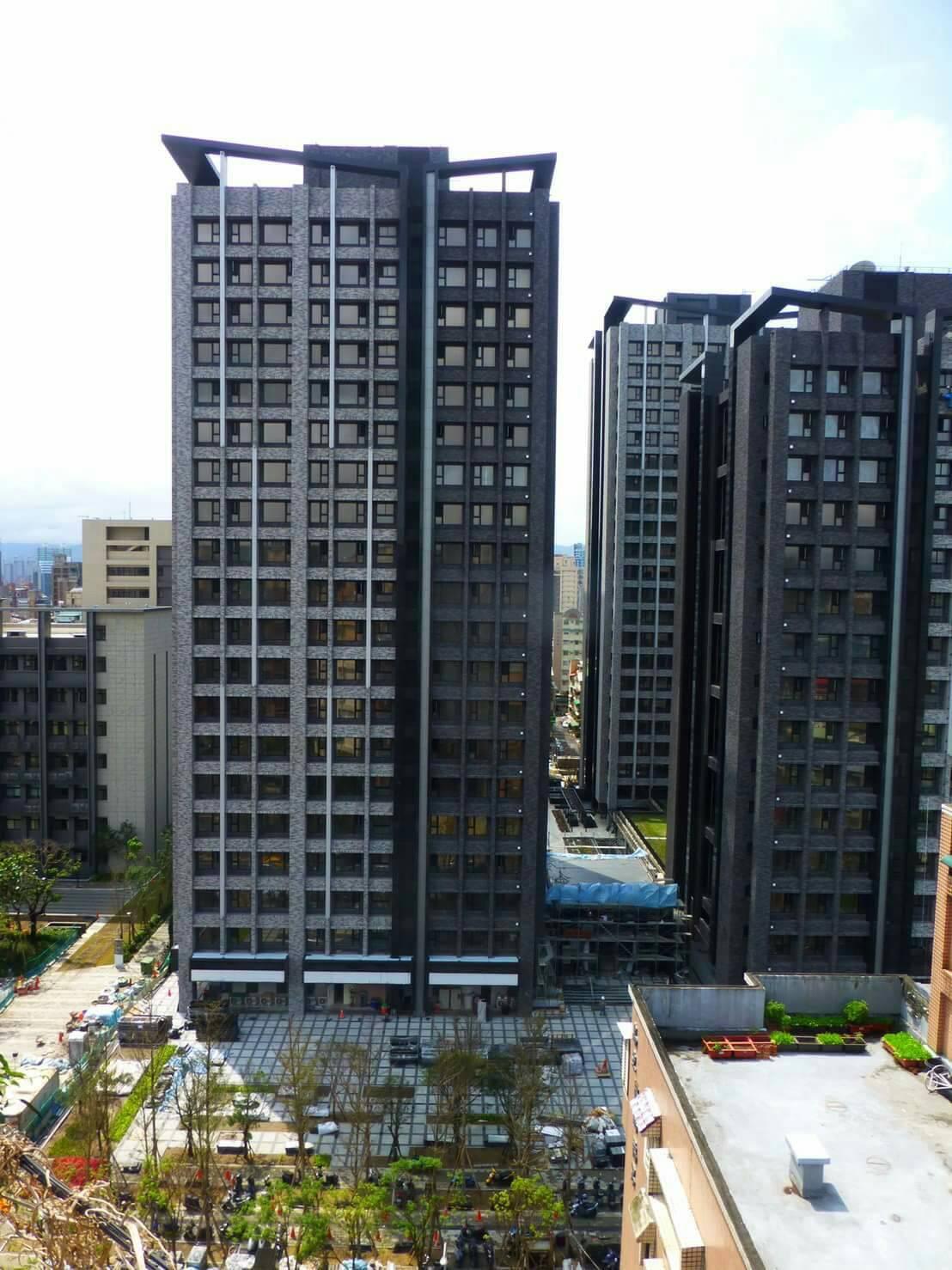 坐落在羅斯福路六段、即將交屋的「華固新天地」地上權建案。圖/住戶提供。
