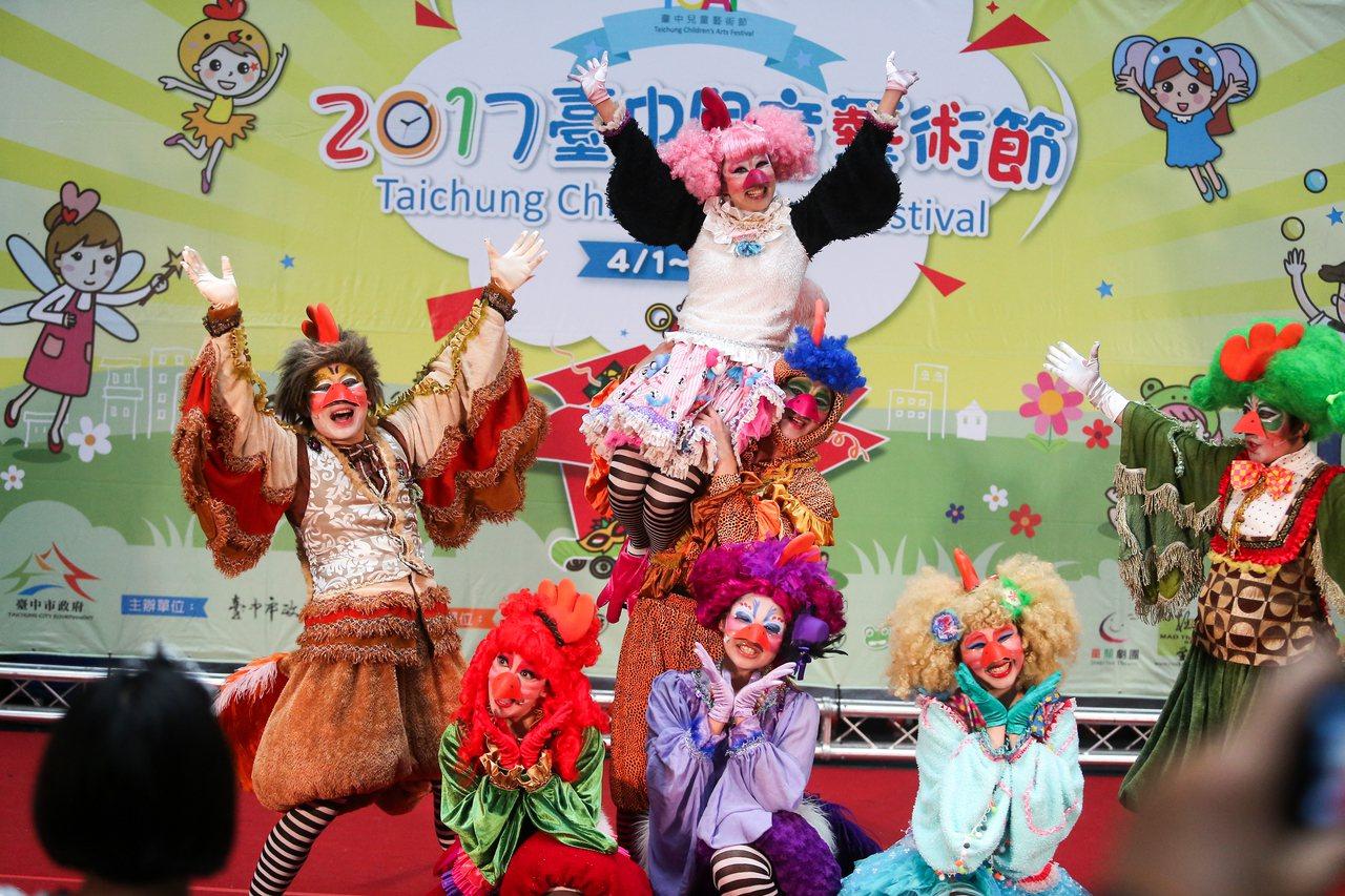 兒童劇團紙風車演出「雞城故事」。記者黃仲裕/攝影