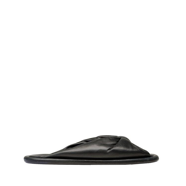 全智賢在韓劇中穿的BALENCIAGA小羊皮質拖鞋,23,200元。圖/BALE...