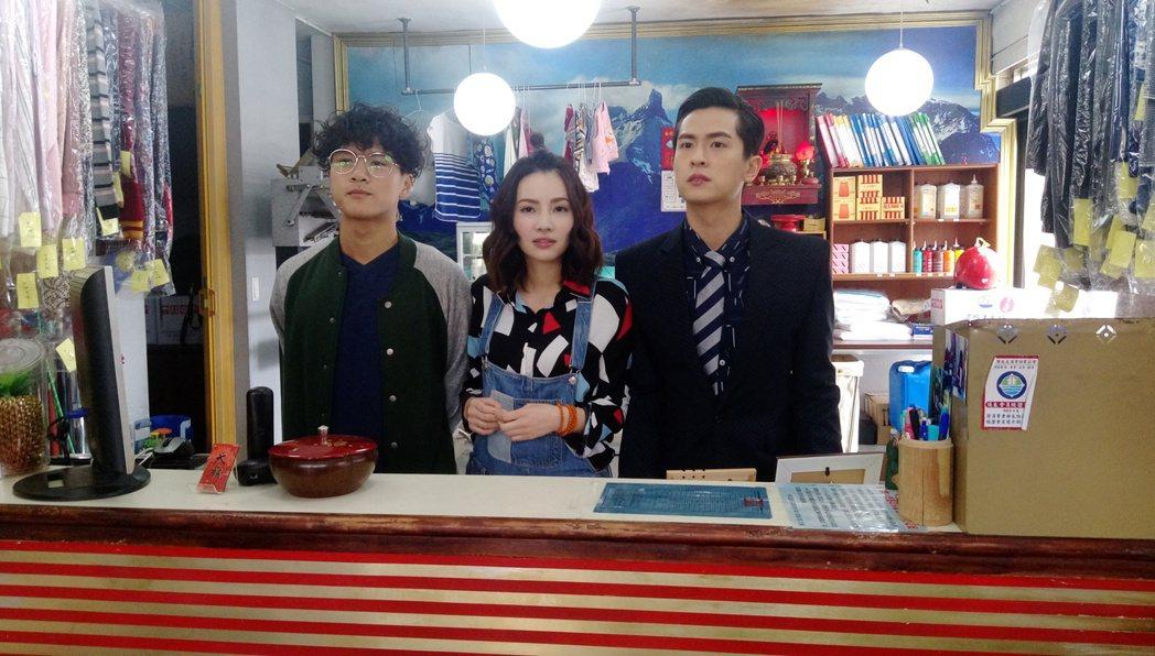 石知田(左起)、杜妍和李冠毅演出網路劇「東區小巷的大廟」。記者林怡秀/攝影