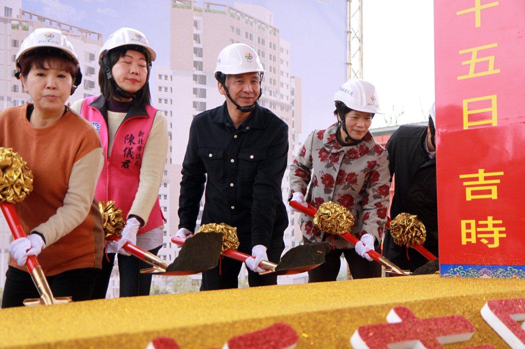 新北市長朱立倫參加新店中央新村北側青年社會住宅動土儀式。 記者王敏旭/攝影
