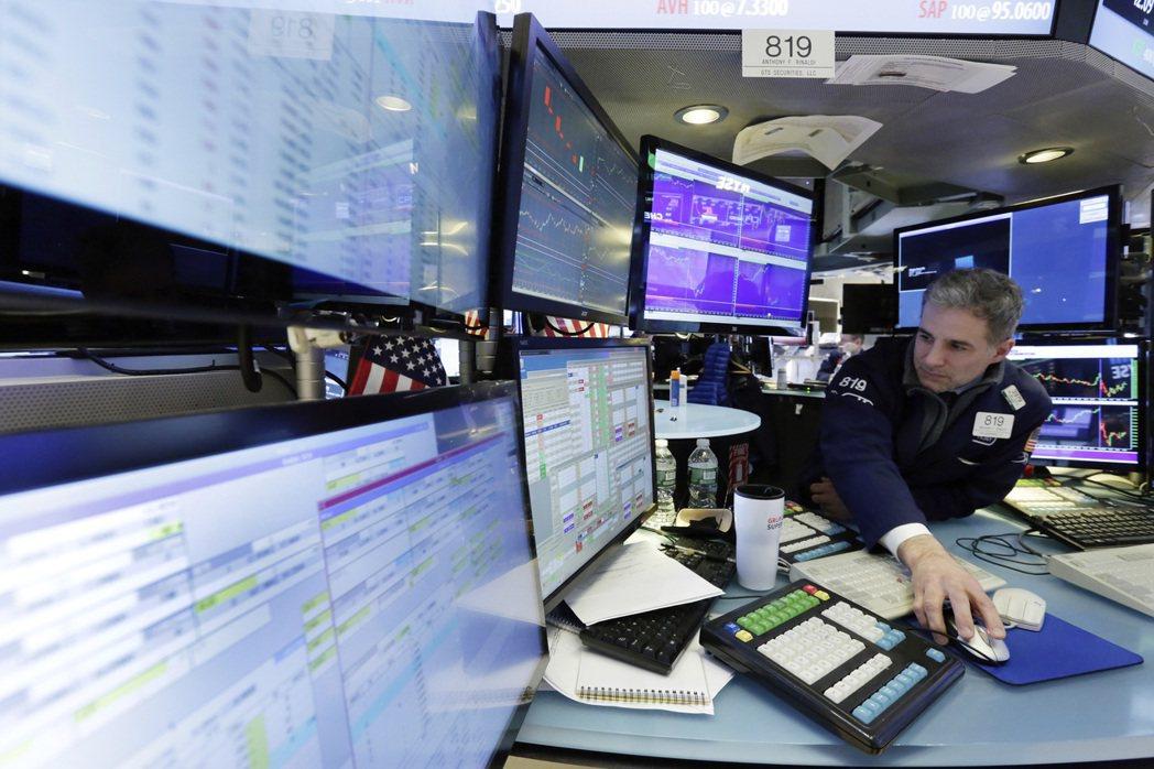 美聯準會(Fed)在台灣時間16日凌晨2時宣布升息1碼,圖為紐約證券交易所。 美...