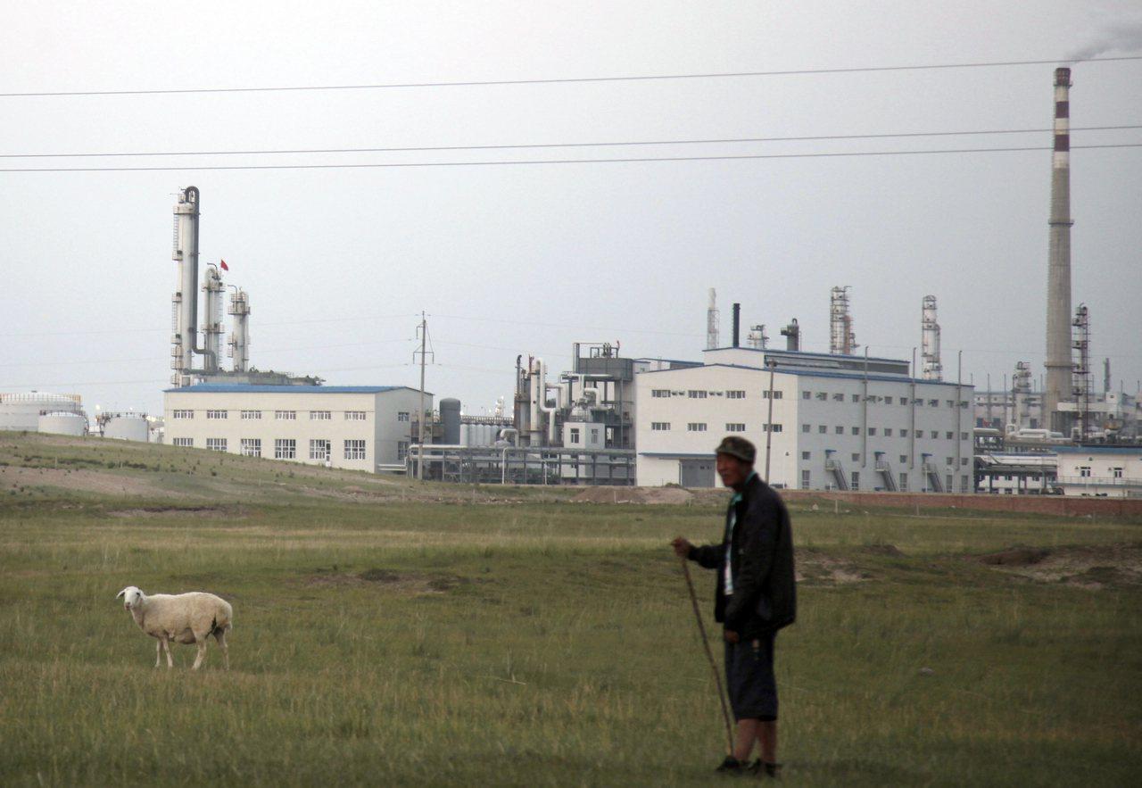 在內蒙古推動的生態環境工程及「生態補償」的政策實踐,環境治理政策的操作反而帶來更...