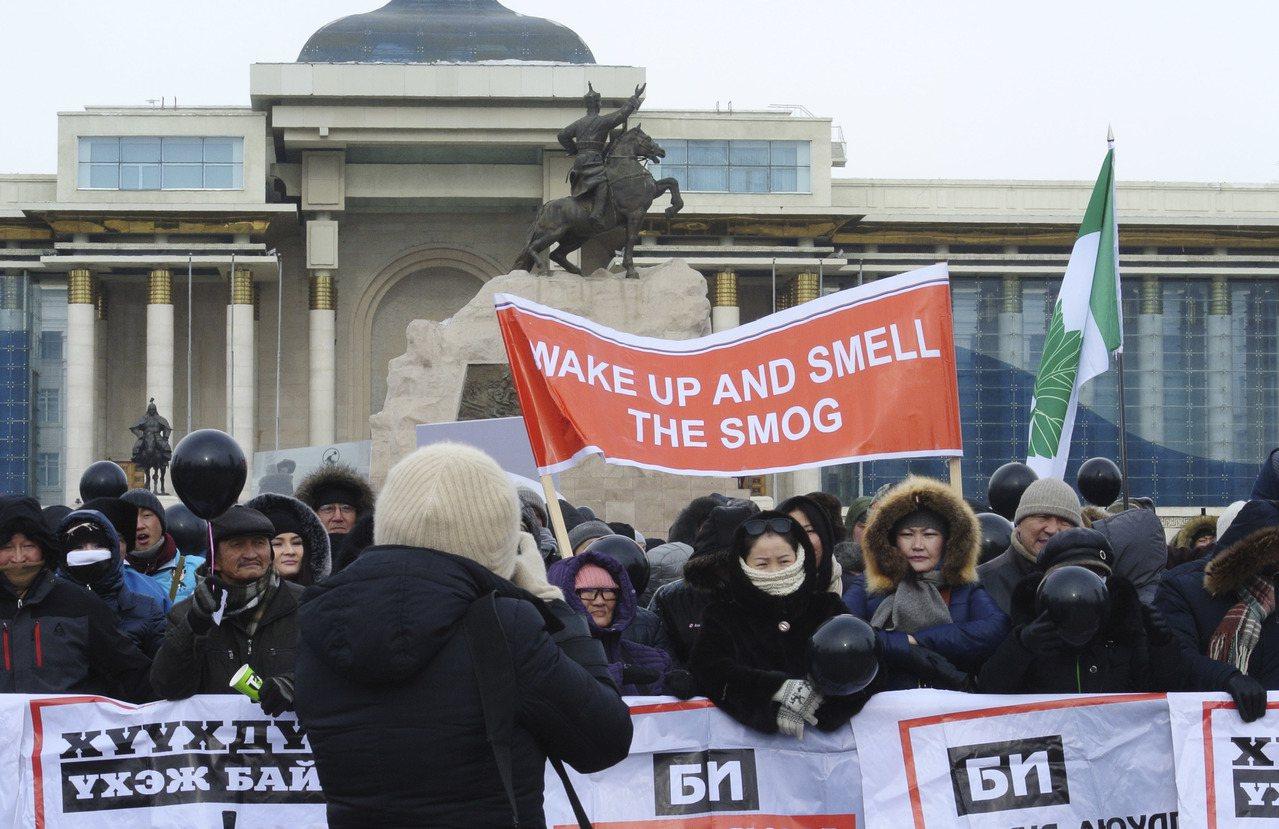 內蒙古自治區與蒙古國雖然分別隸屬兩個國家,但同處於蒙古高原,也同樣承擔著草原脆弱...