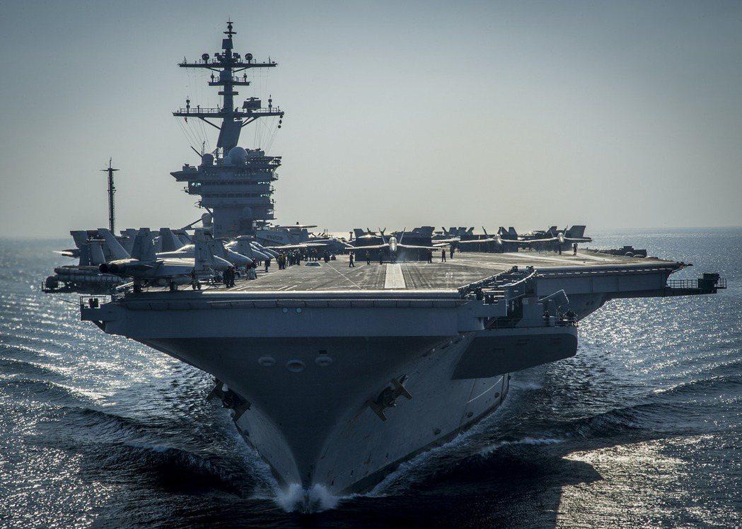 當航艦戰鬥群在擔任水面艦隊的進攻矛頭,戰鬥群內的其他各型水面艦艇,分別職司區域防...