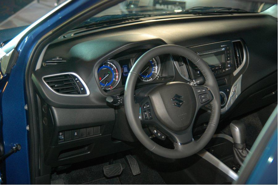 Suzuki Baleno 的儀表板搭載一具 4.2 吋全彩 LCD 螢幕,除了常見的行車資訊外,更可顯示平均油耗、G-Force/G 力顯示、煞車/油門踩踏深淺、引擎馬力/扭力輸出類比等,相當吸睛。 記者林鼎智/攝影