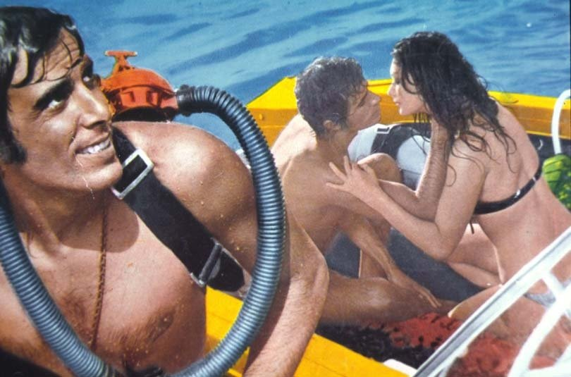 喬治希爾頓和愛雲芬芝在「別怕!茱莉」戲水性感場面。圖/摘自FilmTv