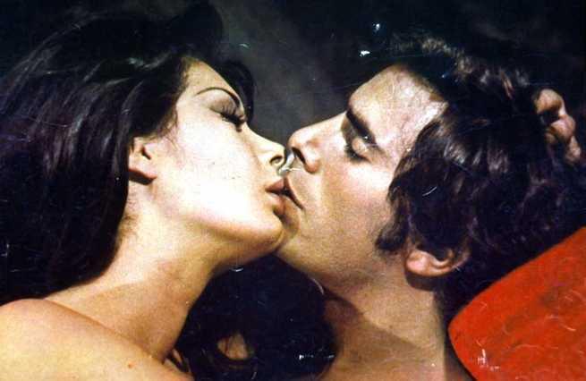 愛雲芬芝與喬治希爾頓在「別怕!茱莉」床戲不少。圖/摘自FilmTv