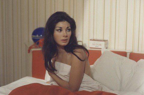 提到「性感女神」4字,不同年代的影迷心目中的定義是不一樣的。60年之前,類似珍曼絲菲或珍羅素這種上圍超突出的女星,只要穿著緊身衣,即便在片中任何一點都未露,已經相當惹火。10年之後,歐洲影片開始出現...