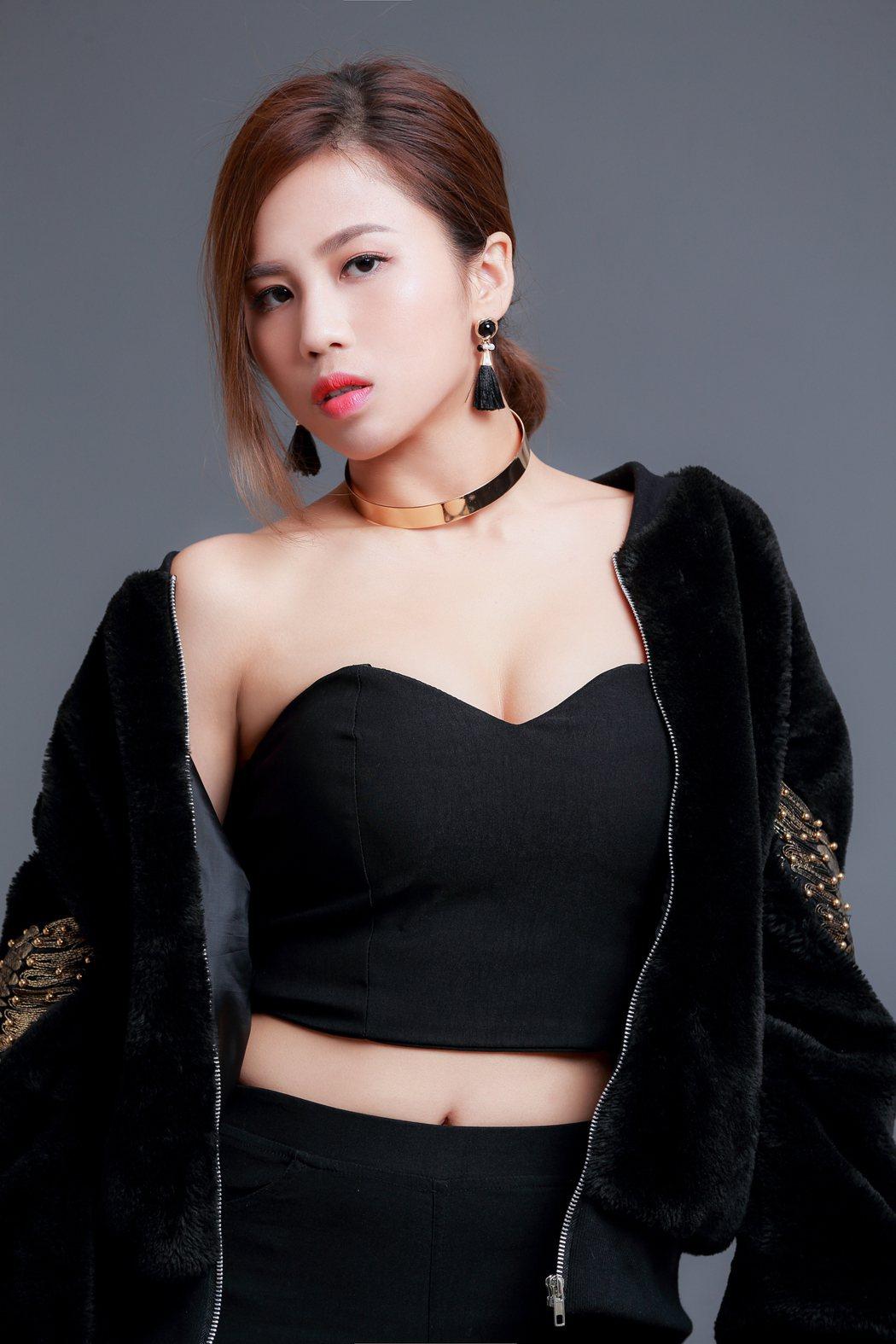 「安喬」邱蔓綾與陳大天饒舌翻唱,大展「舌技」。圖/好看娛樂