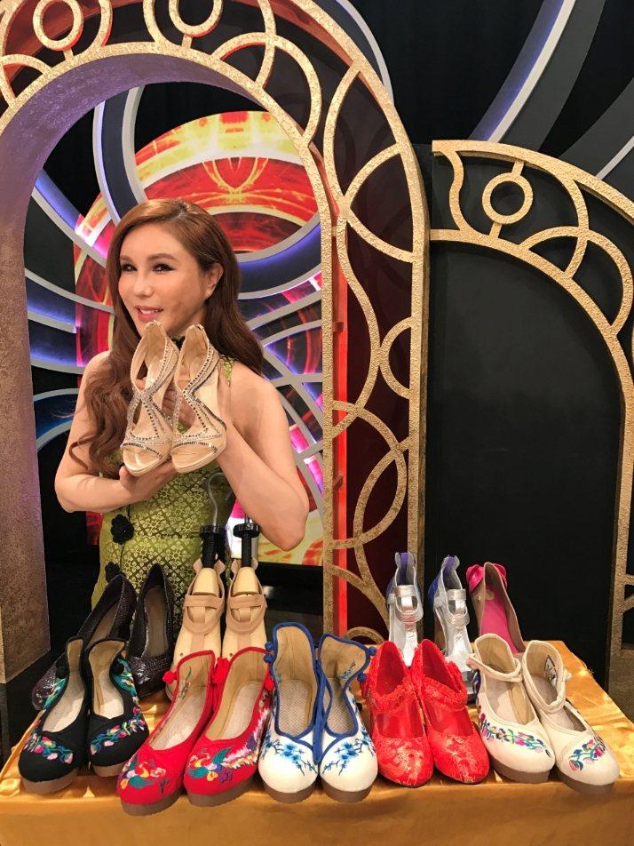 利菁的鞋都有自己特色。記者葉君遠/攝影