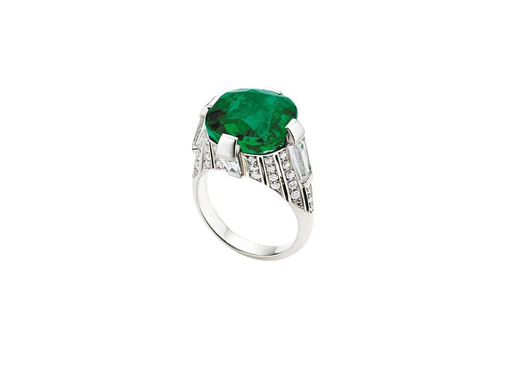 Italian Extravaganza系列頂級祖母綠與鑽石鉑金戒指。 圖/BV...