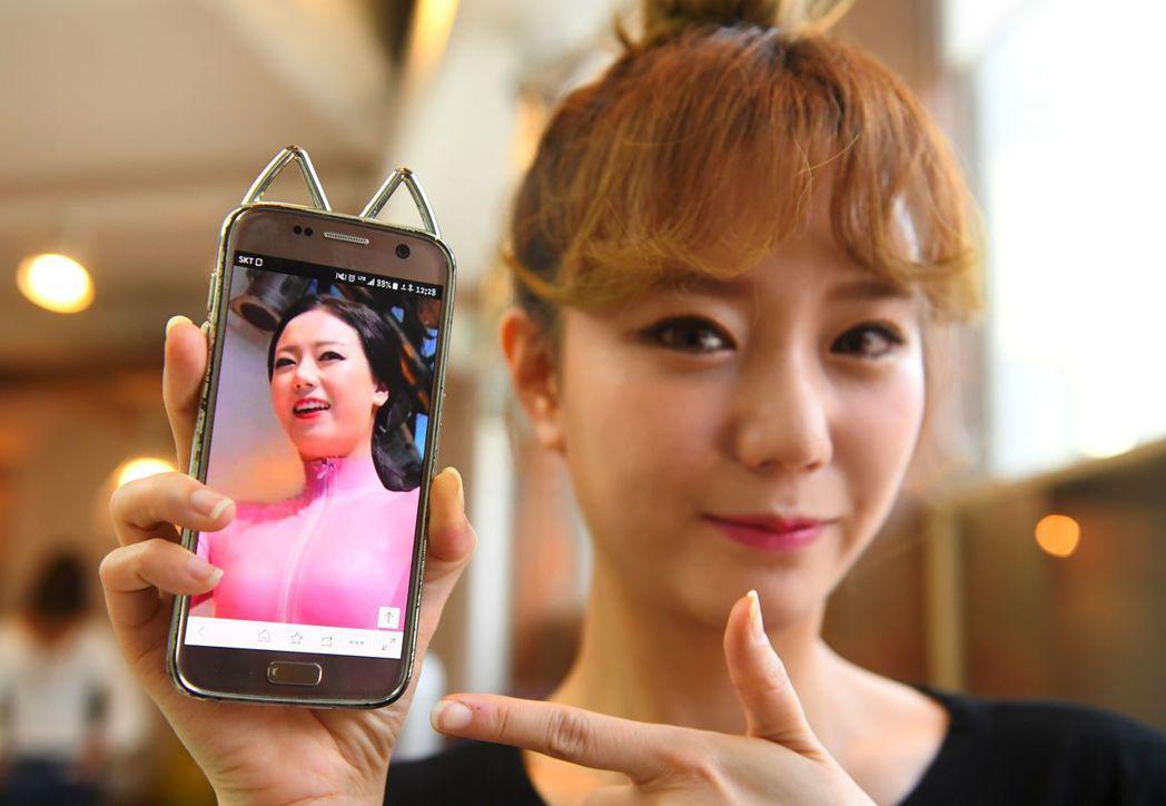 香腸姑娘團員洪惠槿(音譯,Hong Hye-Jin,別名So-Ah)整形前(手機...