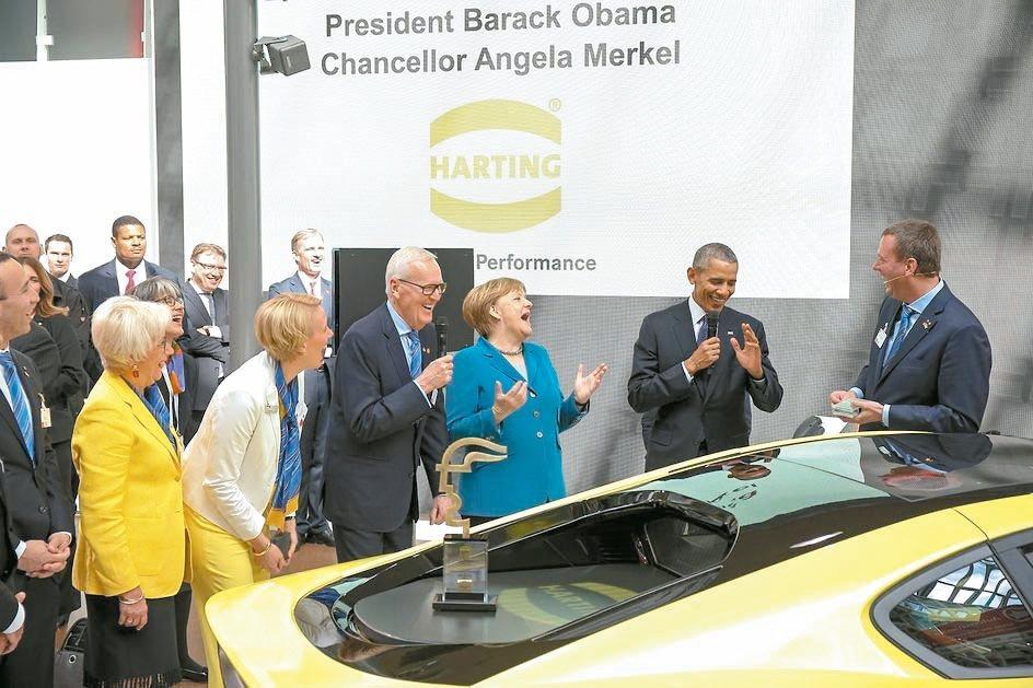 美國前總統歐巴馬(右二)、德國總理梅克爾(右三)參觀浩亭的工業4.0產品。 浩亭...