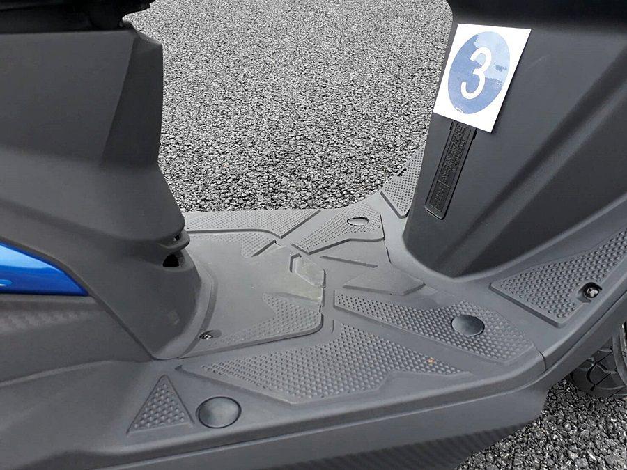 前置腳空間為256mm,為同級車中最寬。 記者林和謙/攝影