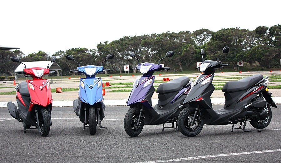 Z1 Attila有藍色/黑色/紅色/紫色等車色可選。 記者林和謙/攝影