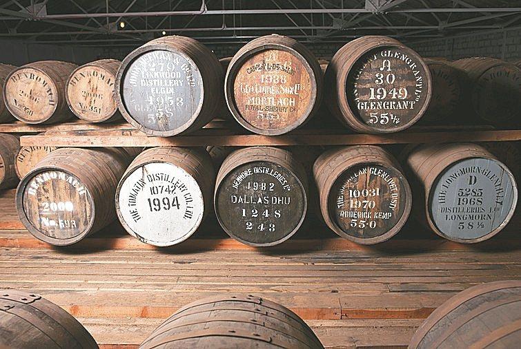 Gordon & MacPhail是跟威士忌酒廠購買新酒在裝入自己的橡木桶中陳年...