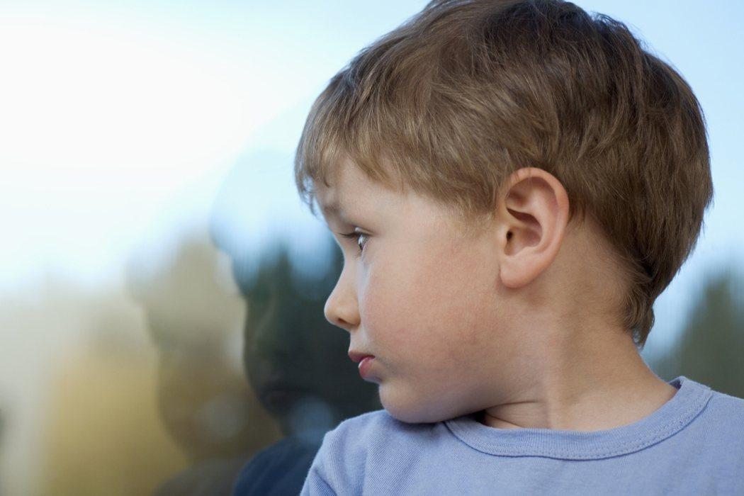 示意圖。年僅10歲的兒子總喊著肩頸痠痛,還以為是唸書唸太久導致,漸漸發現視力快速...