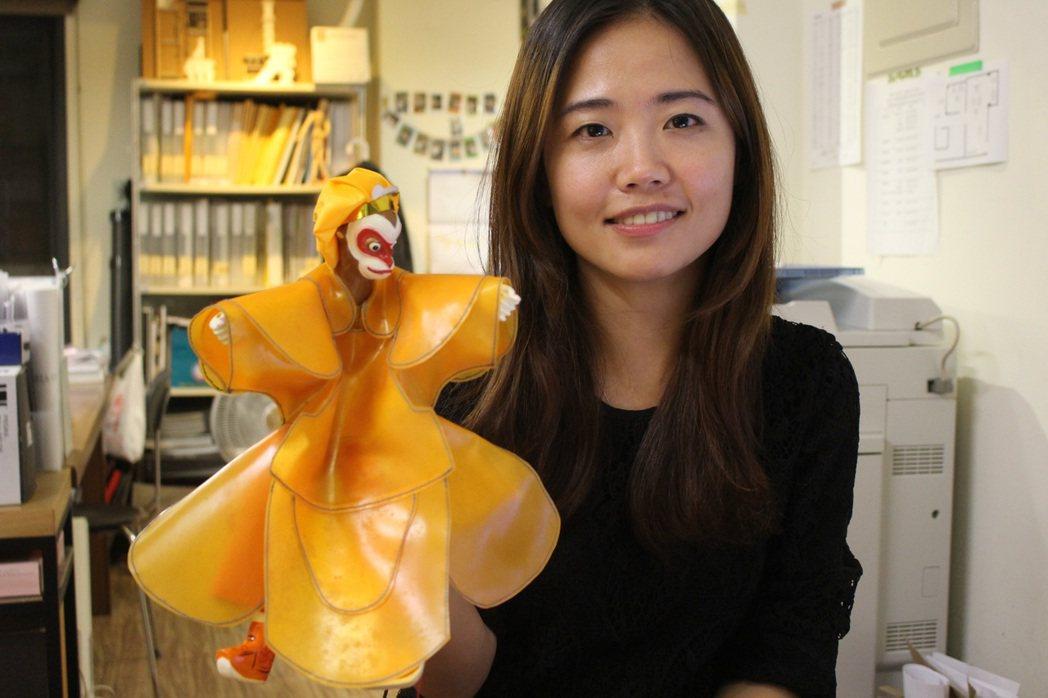 呂凱慈打造新一代金光布袋戲,希望讓布袋戲走出螢幕、重返劇場。 記者陳宛茜/攝影