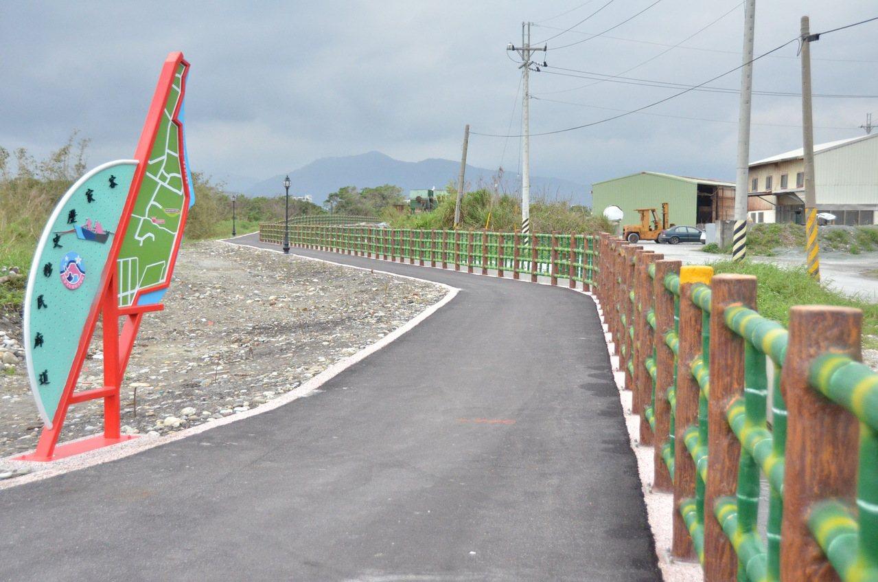洄瀾步道可散步、騎自行車,是花蓮濱海新景點。記者王思慧/攝影