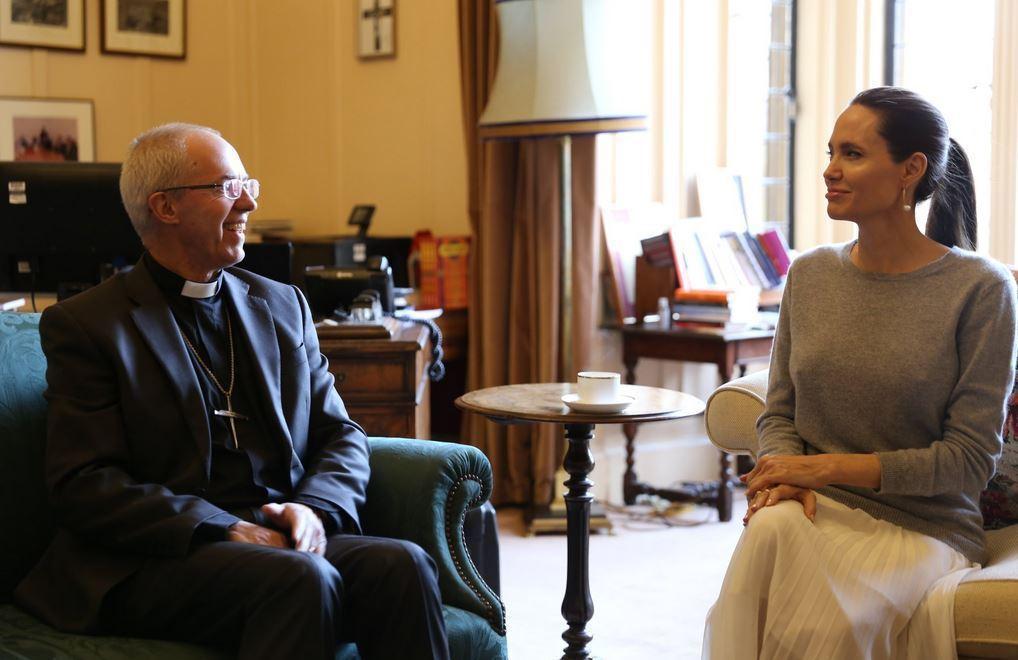 英格蘭國教會坎特伯里大主教賈斯汀威爾比、安琪莉娜裘莉。圖/摘自推特