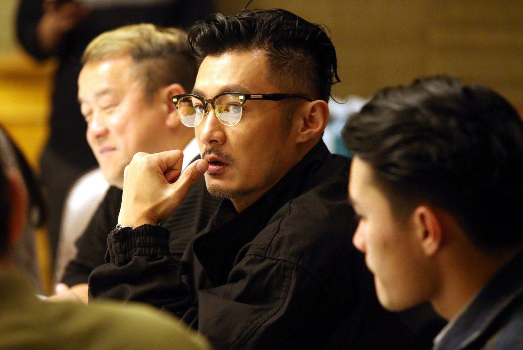 香港電影「一念無明 」主角余文樂(中)、導演黃進(右)、演員曾志偉(左),來台宣...