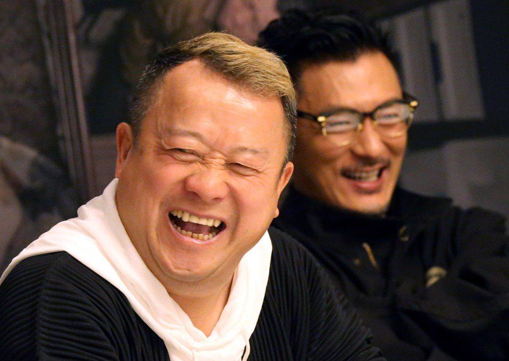 香港電影「一念無明 」來台宣傳,片中飾演父子的曾志偉(左)、余文樂,記者會笑談拍...