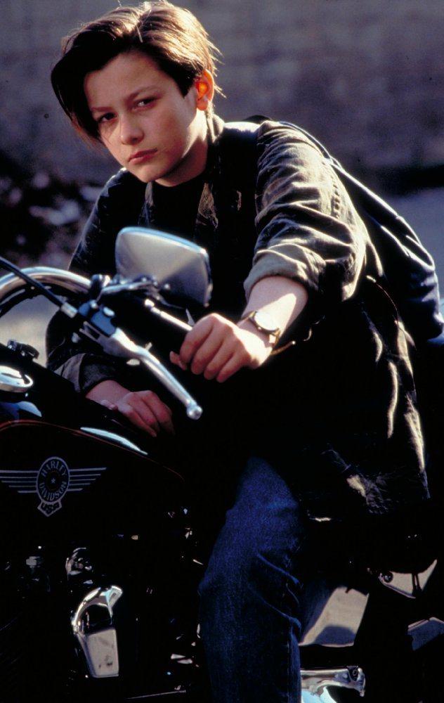 愛德華福隆在「魔鬼終結者2」中帥氣有型,迷到無數少女。圖/摘自imdb
