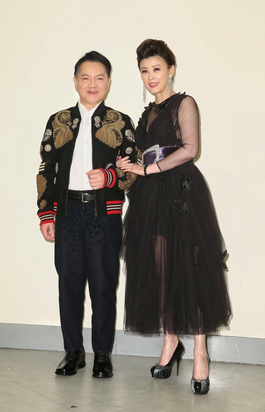 葉啟田(左)「驀然回首」演唱會,邀請方馨(右)做表演佳賓。記者陳立凱/攝影