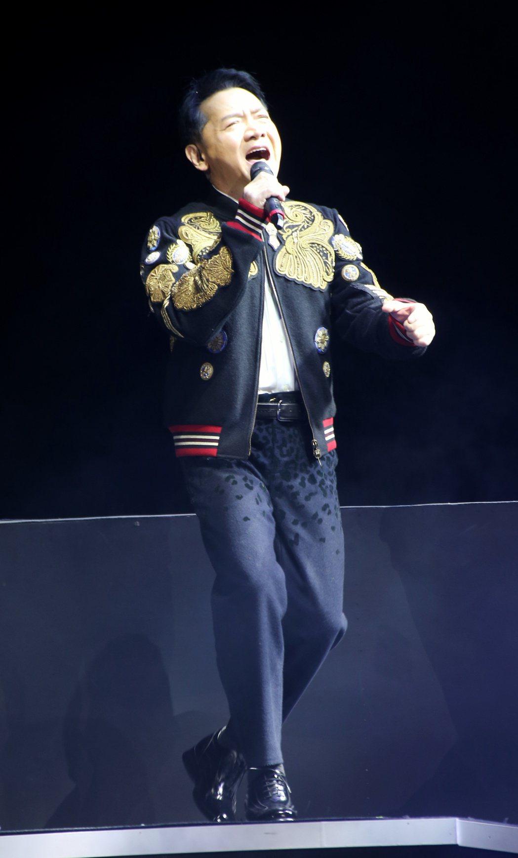 葉啟田於台北國際會議中心舉辦「驀然回首」演唱會。記者陳立凱/攝影