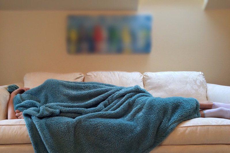 躲新冠肺炎疫情少出門?醫生提醒宅在家恐罹另一種病