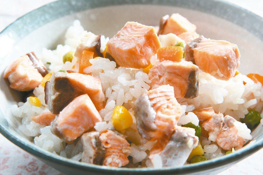 鮭魚炊飯 記者蘇健忠/攝影