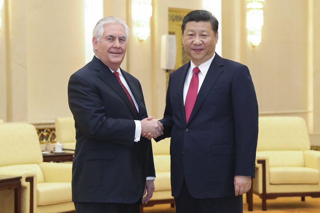 美國國務卿提勒森與中國大陸國家主席習近平會晤。歐新社